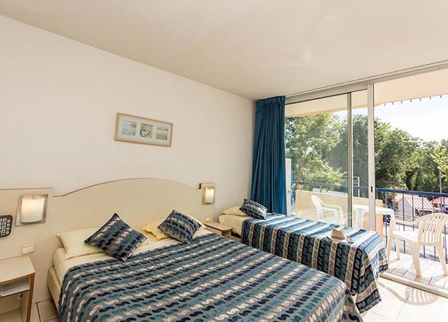 chambre double et lit supplémentaire